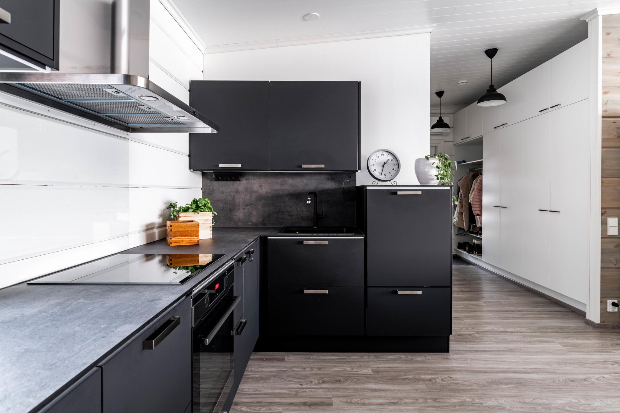 mustat keittiökalusteet savonlinna - mitta-keittiöt